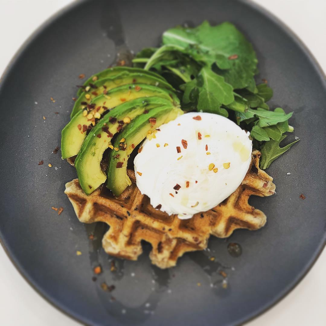 Классический завтрак, который можно подать и в кафе, и в ресторане, и в пятизвездочном отеле